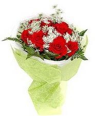 Sakarya hediye sevgilime hediye çiçek  7 adet kirmizi gül buketi tanzimi