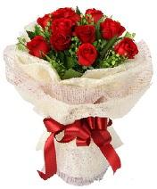 12 adet kırmızı gül buketi  Sakarya çiçek satışı