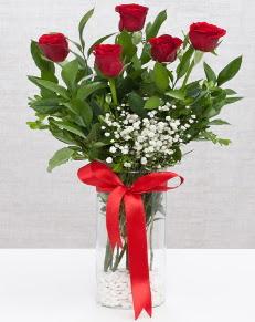 cam vazo içerisinde 5 adet kırmızı gül  Sakarya çiçek yolla