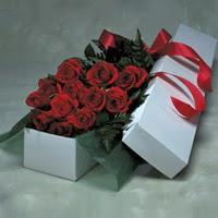Sakarya İnternetten çiçek siparişi  11 adet gülden kutu