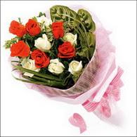 5 kirmizi 5 beyaz güllerden   Sakarya İnternetten çiçek siparişi