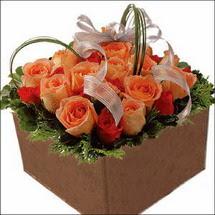 kare sandikta 11 gülllerden   Sakarya çiçek mağazası , çiçekçi adresleri