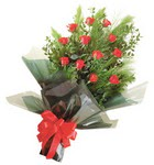 12 adet kirmizi gül buketi   Sakarya çiçek mağazası , çiçekçi adresleri