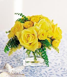 Sakarya çiçek yolla  cam içerisinde 12 adet sari gül