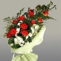 Sakarya çiçek online çiçek siparişi  11 adet kirmizi gül buketi sade haldedir