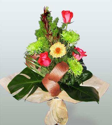 Sakarya çiçek online çiçek siparişi  3 adet gül 4 adet gerbera çiçegi sade buket