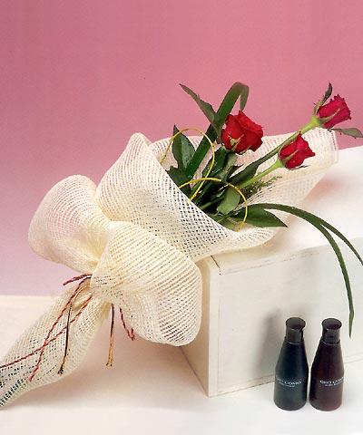 3 adet kalite gül sade ve sik halde bir tanzim  Sakarya online çiçekçi , çiçek siparişi
