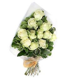 Sakarya internetten çiçek siparişi  12 li beyaz gül buketi.