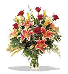Sakarya hediye çiçek yolla  Pembe Lilyum ve Gül