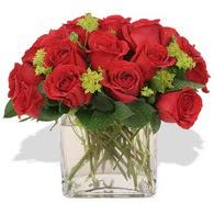 Sakarya 14 şubat sevgililer günü çiçek  10 adet kirmizi gül ve cam yada mika vazo