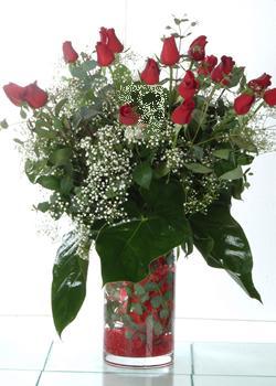 Sakarya internetten çiçek satışı  11 adet kirmizi gül ve cam yada mika vazo tanzim