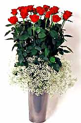 Sakarya çiçek gönderme sitemiz güvenlidir  9 adet kirmizi gül cam yada mika vazoda