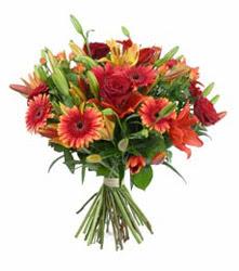 Sakarya uluslararası çiçek gönderme  3 adet kirmizi gül ve karisik kir çiçekleri demeti