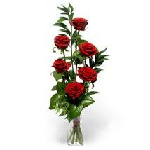 Sakarya kaliteli taze ve ucuz çiçekler  cam yada mika vazo içerisinde 6 adet kirmizi gül