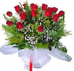 Sakarya anneler günü çiçek yolla  12 adet kirmizi gül buketi esssiz görsellik