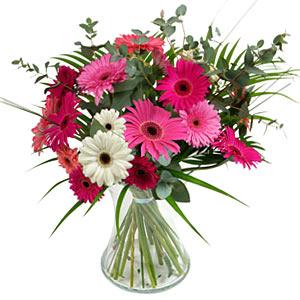 15 adet gerbera ve vazo çiçek tanzimi  Sakarya İnternetten çiçek siparişi