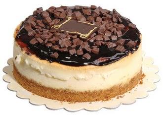 pasta yolla 4 ile 6 kisilik çikolatali yas pasta  Sakarya İnternetten çiçek siparişi