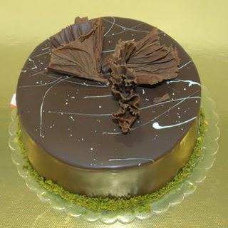 pastaci ustamizdan 4 ile 6 kisilik fistikli çikolatali yaspasta  Sakarya hediye çiçek yolla