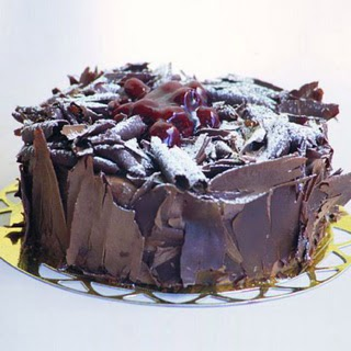 pasta yolla 4 ile 6 kisilik visneli çikolatali yas pasta  Sakarya kaliteli taze ve ucuz çiçekler