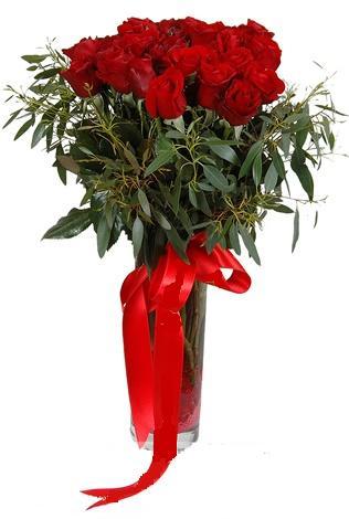15 adet kirmizi gül cam vazo içerisinde  Sakarya güvenli kaliteli hızlı çiçek