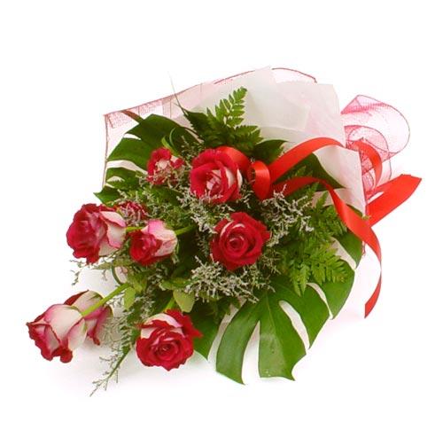 çiçek gönder 7 adet kirmizi gül buketi  Sakarya çiçek siparişi sitesi
