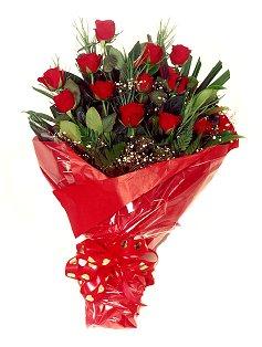 12 adet kirmizi gül buketi  Sakarya yurtiçi ve yurtdışı çiçek siparişi