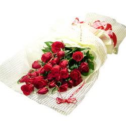Çiçek gönderme 13 adet kirmizi gül buketi  Sakarya anneler günü çiçek yolla