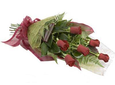 ucuz çiçek siparisi 6 adet kirmizi gül buket  Sakarya kaliteli taze ve ucuz çiçekler