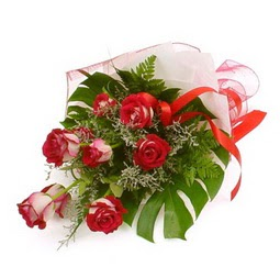Çiçek gönder 9 adet kirmizi gül buketi  Sakarya çiçek yolla , çiçek gönder , çiçekçi
