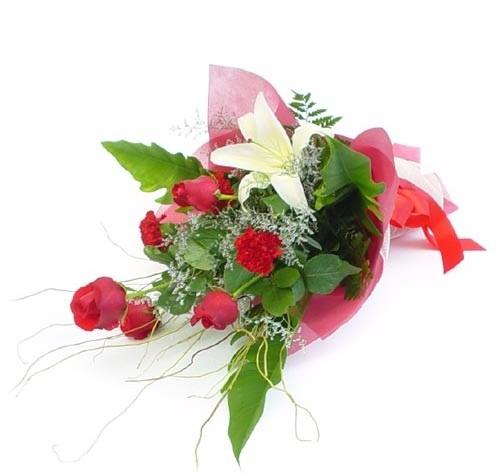Mevsim çiçeklerinden karisik buket  Sakarya çiçek gönderme sitemiz güvenlidir
