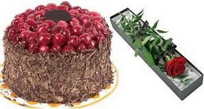 1 adet yas pasta ve 1 adet kutu gül  Sakarya çiçek gönderme