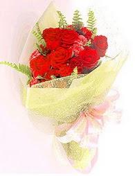 9 adet kirmizi gül buketi  Sakarya çiçek gönderme sitemiz güvenlidir