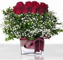 Sakarya güvenli kaliteli hızlı çiçek  mika yada cam vazo içerisinde 7 adet gül