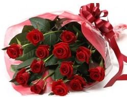 Sakarya çiçek satışı  10 adet kipkirmizi güllerden buket tanzimi