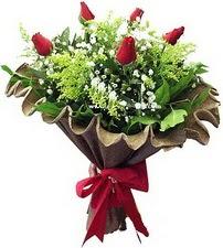Sakarya İnternetten çiçek siparişi  5 adet kirmizi gül buketi demeti
