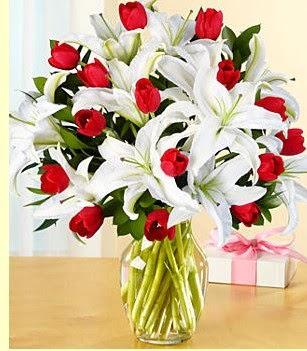Sakarya kaliteli taze ve ucuz çiçekler  3 kazablanka 10 kırmızı gül vazosu