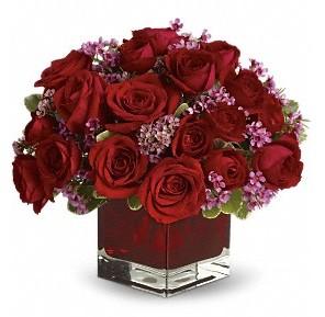 11 adet kırmızı gül vazosu  Sakarya yurtiçi ve yurtdışı çiçek siparişi