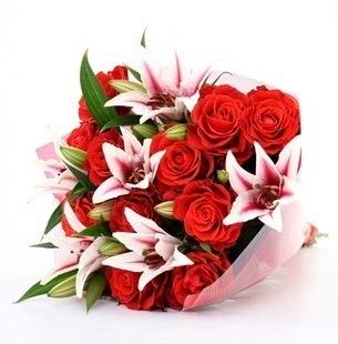 Sakarya çiçek yolla , çiçek gönder , çiçekçi   3 dal kazablanka ve 11 adet kırmızı gül