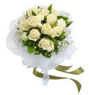 Sakarya internetten çiçek siparişi  11 adet benbeyaz güllerden buket