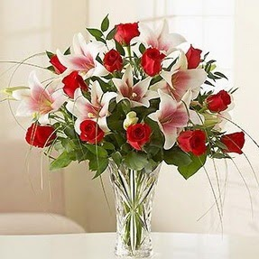 Sakarya çiçekçi mağazası  12 adet kırmızı gül 1 dal kazablanka çiçeği