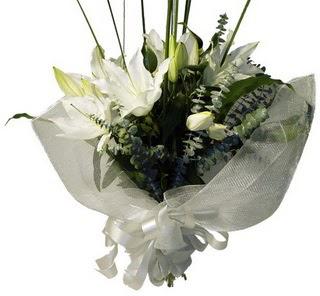 Sakarya çiçek mağazası , çiçekçi adresleri  2 dal kazablanka çiçek buketi