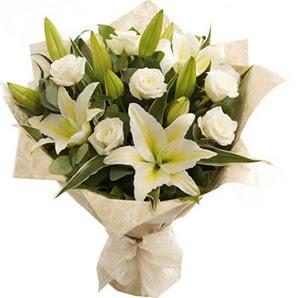 Sakarya çiçek satışı  3 dal kazablanka ve 7 adet beyaz gül buketi