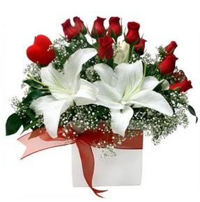 Sakarya çiçek mağazası , çiçekçi adresleri  1 dal kazablanka 11 adet kırmızı gül vazosu