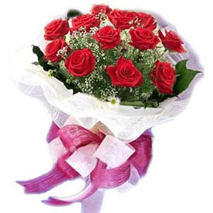 Sakarya anneler günü çiçek yolla  11 adet kırmızı güllerden buket modeli