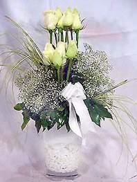 Sakarya İnternetten çiçek siparişi  9 adet vazoda beyaz gül - sevdiklerinize çiçek seçimi