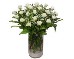 Sakarya çiçekçiler  cam yada mika Vazoda 12 adet beyaz gül - sevenler için ideal seçim