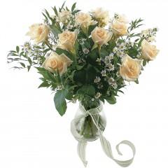 Vazoda 8 adet beyaz gül  Sakarya çiçekçi telefonları