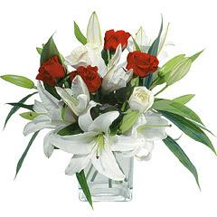 vazo içerisinde 4 gül 1 adet kazablanka  Sakarya İnternetten çiçek siparişi