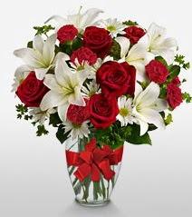 Eşsiz vazo tanzimi güller kazablankalar  Sakarya İnternetten çiçek siparişi