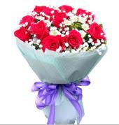 12 adet kırmızı gül ve beyaz kır çiçekleri  Sakarya çiçek mağazası , çiçekçi adresleri